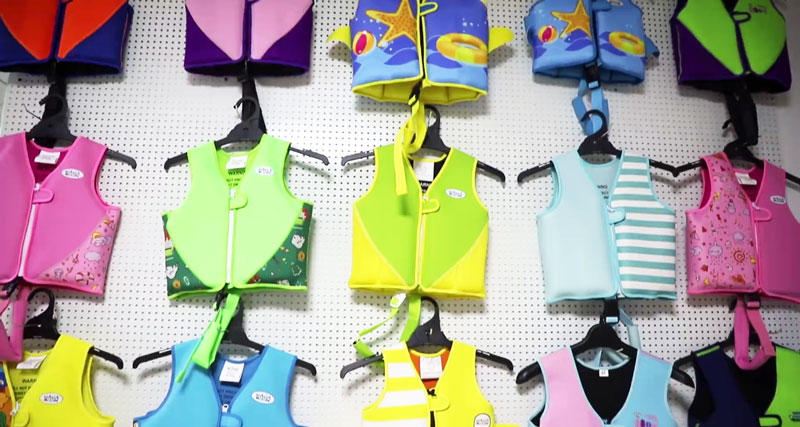 Different kinds of kids swim vest